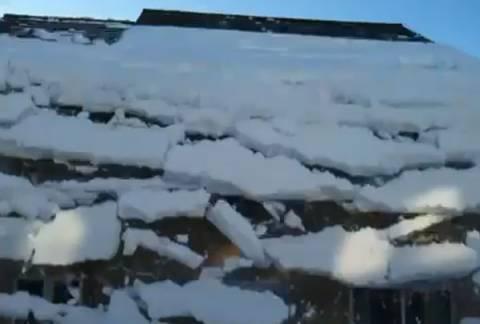 Χιονοστιβάδα… στη στέγη