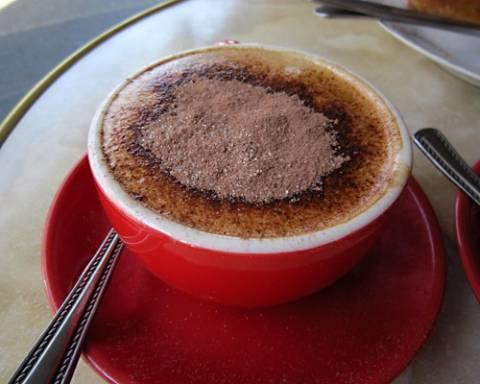 Καπουτσίνο με σοκολάτα γάλακτος