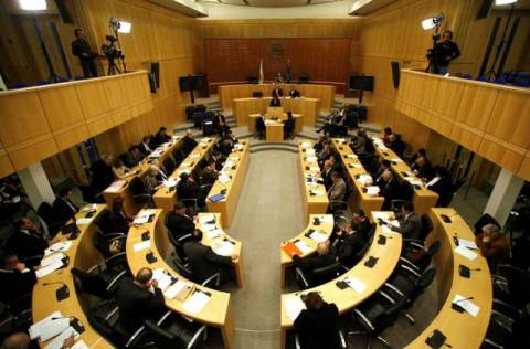 Αποδοκιμασία κυβερνητικών στελεχών έξω από την Κυπριακή Βουλή