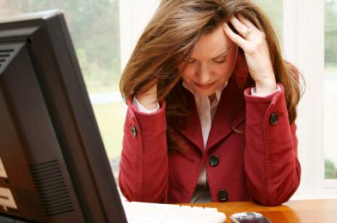 Το εργασιακό στρες «πληγώνει» τις γυναικείες καρδιές