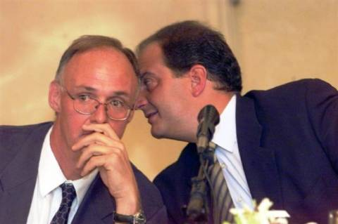 «Σιγή ασυρμάτου» στη Συγγρού για τις επιστολές Δούκα