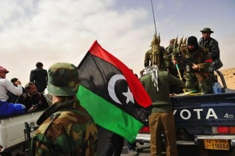 Η Αίγυπτος αναγνωρίζει την κυβέρνηση των εξεγερμένων στη Λιβύη