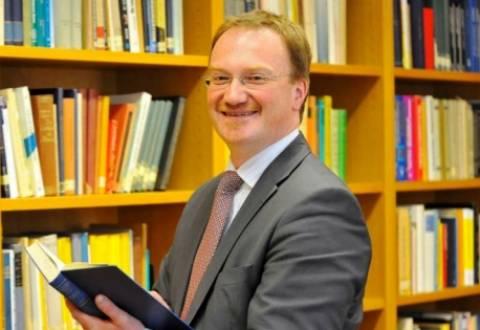 «Κούρεμα» 50% στα ελληνικά ομόλογα προτείνει γερμανός «σοφός»