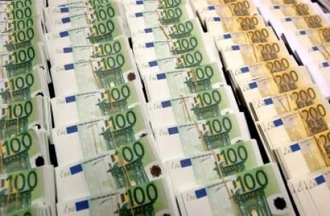 Έκρυβε στη ζώνη της μισό εκατ. ευρώ