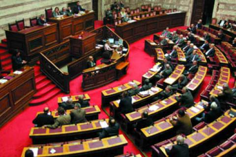 «Πηγαδάκια» στη Βουλή για τις πρόωρες εκλογές