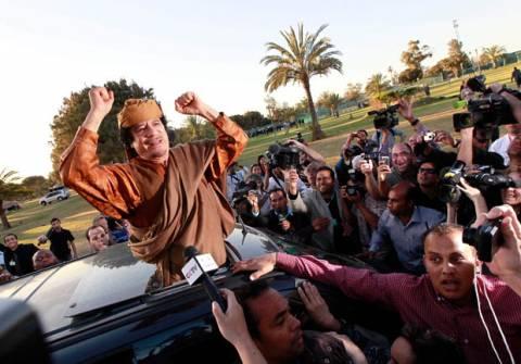 Η Χάγη ζητά «κόκκινο σήμα» για τον Καντάφι