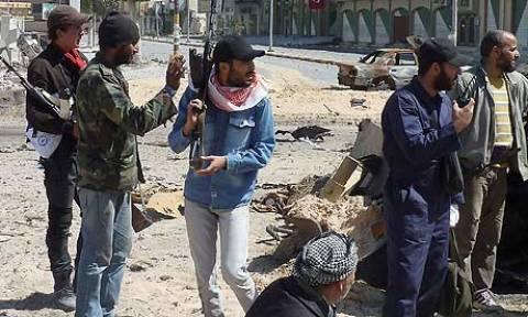 Οι Λίβυοι εξεγερμένοι πλησιάζουν τη Σύρτη