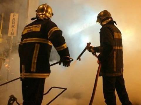 Φωτιά σε συνεργείο αυτοκίνητων