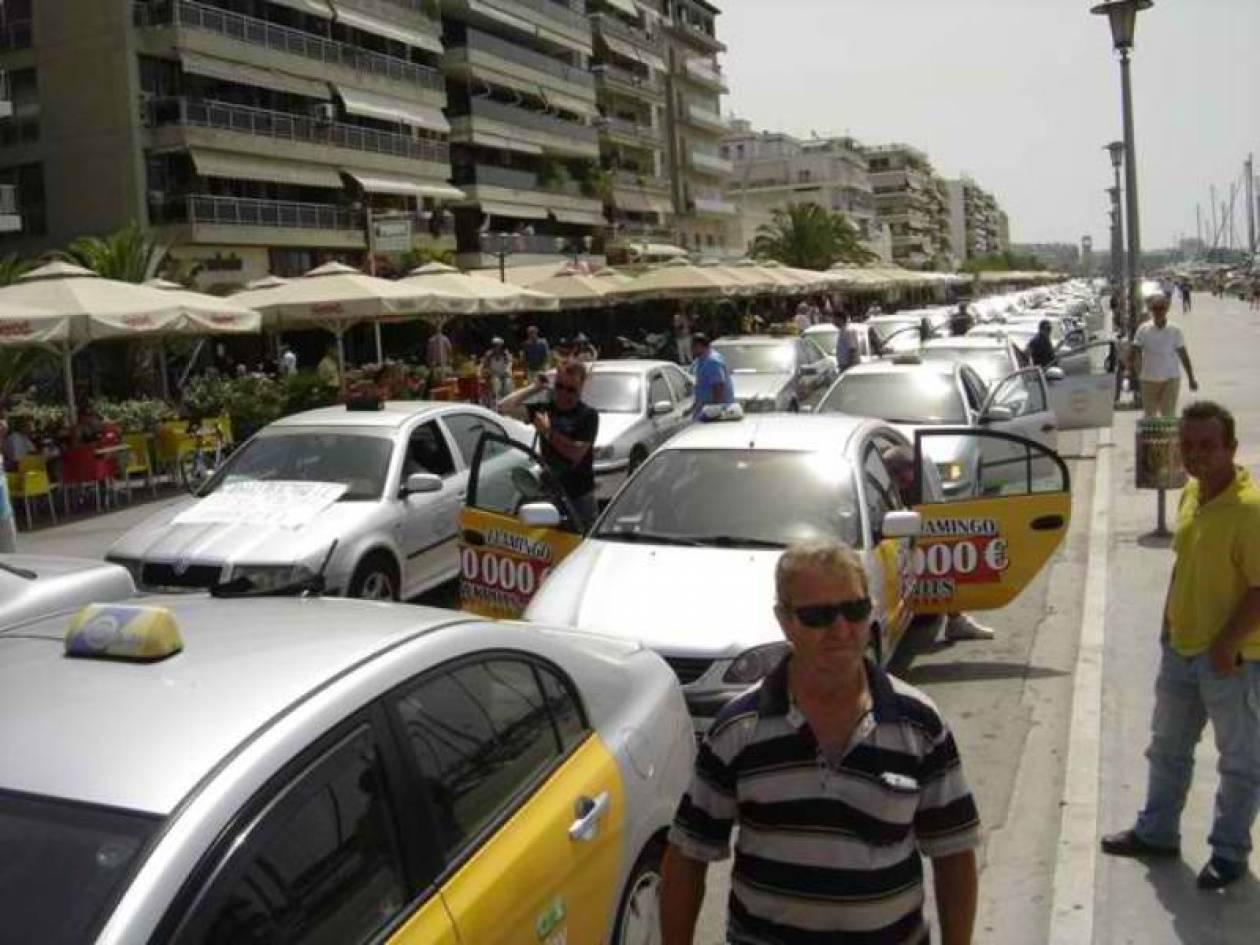 Πετούν αβγά σε απεργοσπάστες ταξιτζίδες!