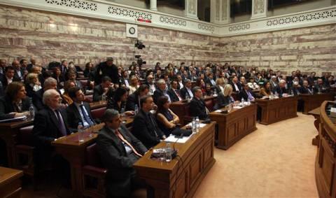Οι βουλευτές του ΠΑΣΟΚ ενημερώνονται για τα δημοψηφίσματα