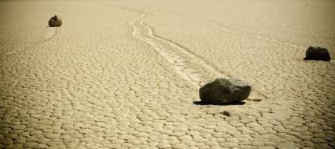 Οι πέτρες που κυλούν στην Κοιλάδα του Θανάτου