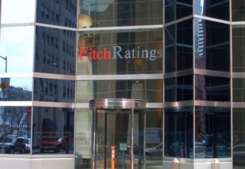 Fitch: Χρειάζεται μεγαλύτερο «κούρεμα» στα ελληνικά ομόλογα