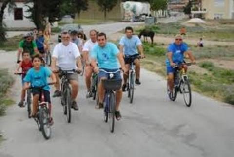 Λάρισα: Βγαίνουν στους δρόμους με τα ποδήλατα