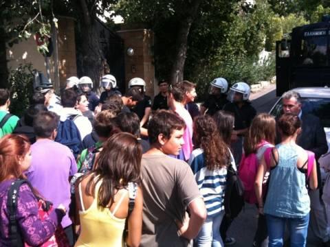 Διαμαρτυρία έξω από το σπίτι του Πρωθυπουργού