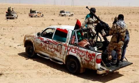 Οι δυνάμεις του Καντάφι χάνουν τις πόλεις της ερήμου