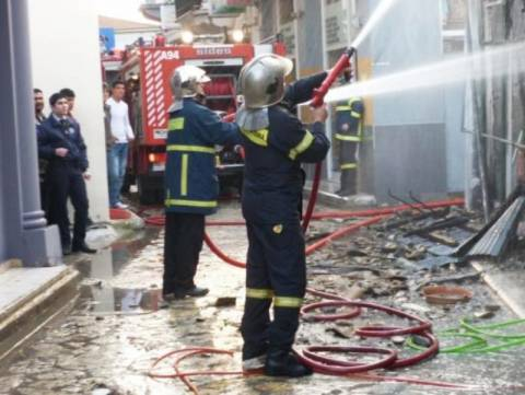 Ισχυρή έκρηξη σε κατάστημα στον Κολωνό
