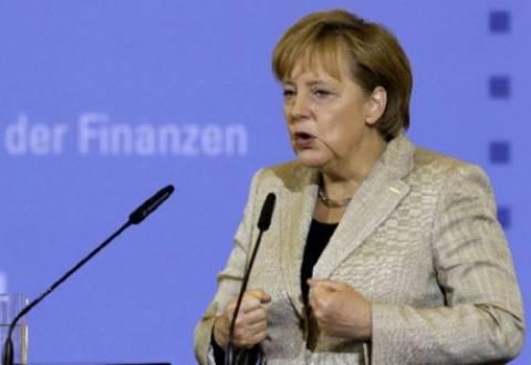 Μέρκελ: «Έξοδος της Ελλάδας από το ευρώ θα προκαλούσε ντόμινο»