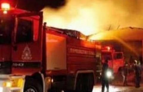 Πυρκαγιά σε αποθήκη στο Μοσχάτο