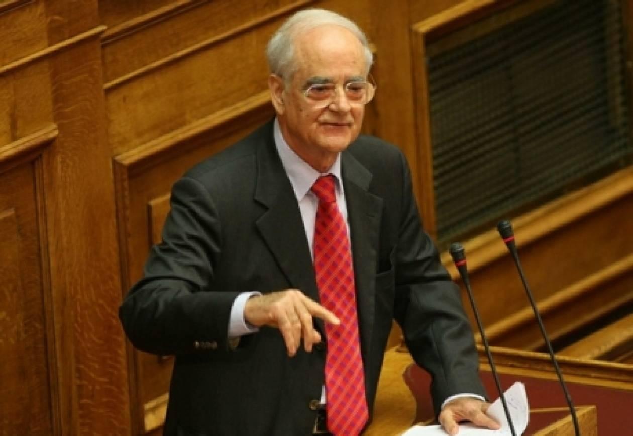Απ.Κακλαμάνης: ΜΜΕ θέλουν τη χρεοκοπία της χώρας