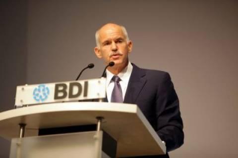 «Ο πρωθυπουργός δίνει γη και ύδωρ στους κερδοσκόπους»