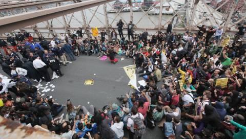Εκατοντάδες συλλήψεις «Αγανακτισμένων» στη Γέφυρα του Μπρούκλιν