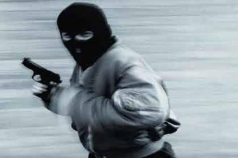 Μπούκαραν με όπλα σε κοσμηματοπωλείο στη Πεύκη