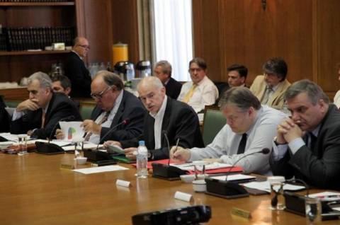 «Πυρετός» κυβερνητικών συσκέψεων για χρέος και Ρέσλερ