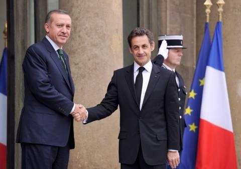 Ερντογάν: Κατηγορεί τον Σαρκοζί για ανεντιμότητα