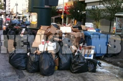Σκάνδαλο με τα σκουπίδια – Πληρώνονται οι απεργοί