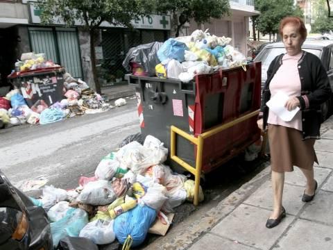 Πολιτική κρίση πάνω απ' τα σκουπίδια