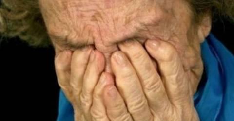 Με το μαχαίρι στο λαιμό ηλικιωμένης