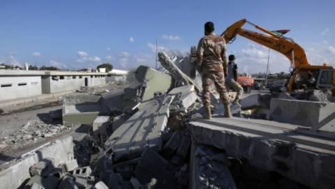 Κατεδαφίζουν το παλάτι του Καντάφι
