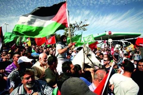 Πανηγυρίζουν σε Ισραήλ και Παλιστίνη