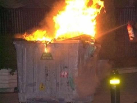 Κινδύνευσε κατάστημα επίπλων από φωτιά σε κάδους απορριμάτων