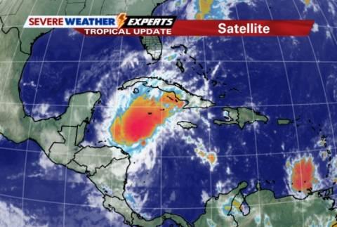 Τροπική καταιγίδα με κυκλώνα απειλεί την κεντρική Αμερική