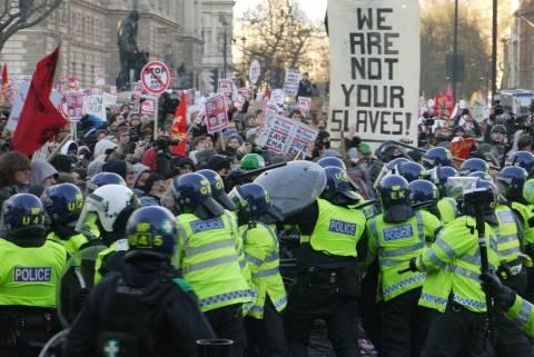 Βρετανία: «Αντίο» στις σπουδές λόγω υψηλών διδάκτρων