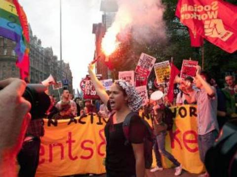Πορεία διαμαρτυρίας κατά της λιτότητας από Γερμανούς «αγανακτισμένους»