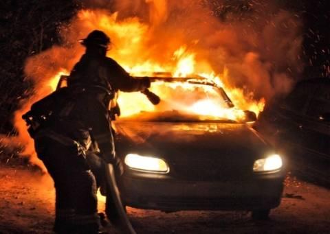 Φωτιές σε οχήματα στη Γλυφάδα