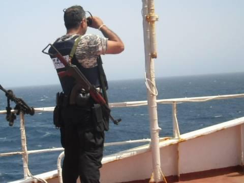 Ένοπλοι φρουροί στα πλοία με βρετανική σημαία