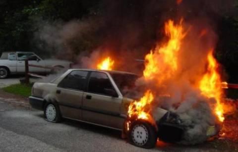 Στις φλόγες δύο αυτοκίνητα στο Π. Ψυχικό