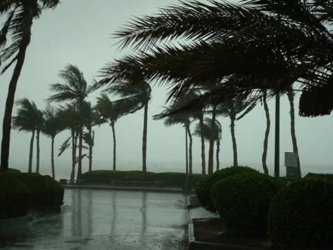 Τροπική καταιγίδα πλήττει το Ομάν