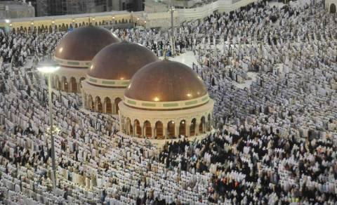 Δύο εκατομμύρια μουσουλμάνοι συγκεντρώνονται στο Όρος Αραφάτ