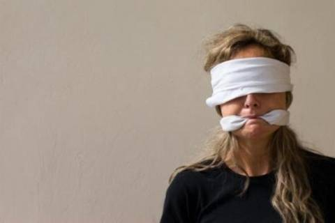 «Aλυσοδέθηκαν» στη Θεσσαλονίκη για να διαμαρτυρηθούν