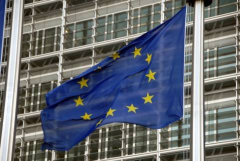 Νέες πιέσεις από τις Βρυξέλλες για τις έγγραφες δεσμεύσεις