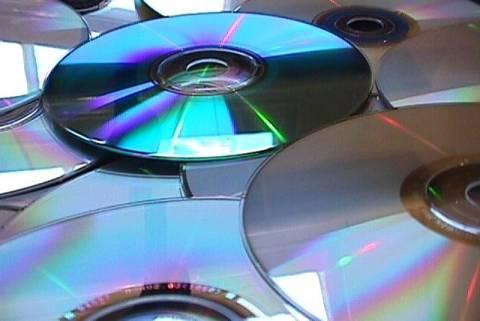 Συνελήφθη αλλοδαπός με πειρατικά CD