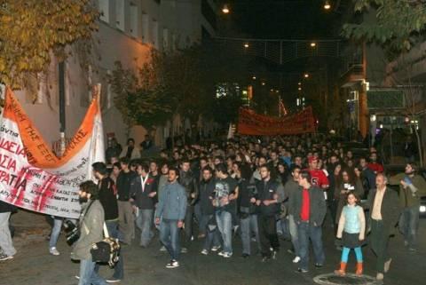 Χιλιάδες πολίτες τίμησαν την επέτειο του Πολυτεχνείου στον Βόλο