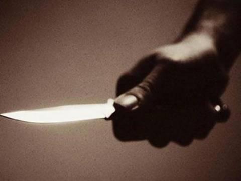 Τους έδωσε τα χρήματα στη θέα του μαχαιριού