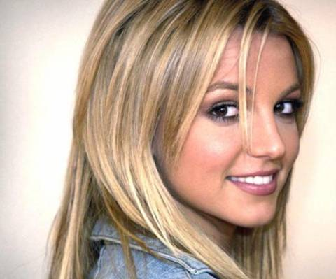 Eνθουσιασμένος θαυμαστής δάγκωσε τη Britney Spears