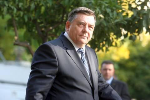 Γ. Καρατζαφέρης: Θα με κυνηγά εμένα όλη η Ελλάδα;