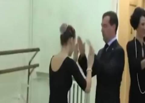 Ο «χορευταράς» Medvedev, χορεύει τα... παπάκια
